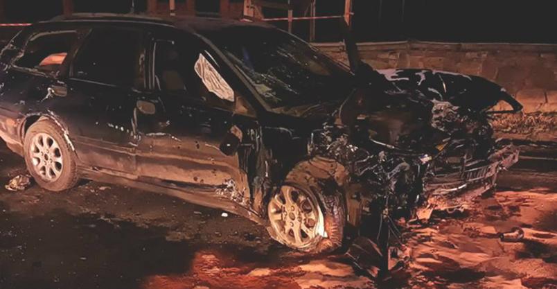 Volvo rozbiło się o mur. Policja bada przyczyny wypadku