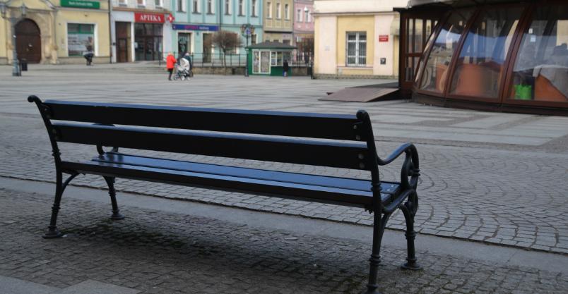 Chuliganka pobiła odpoczywającą na ławce złotoryjankę – wszystko nagrały kamery