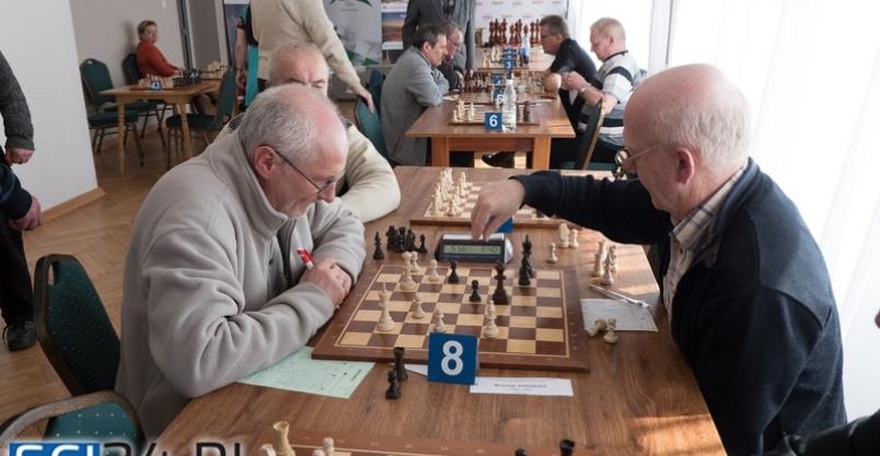 Wiesław Radzicki (po prawej) podczas pojedynku z Piotrem Gasikiem z Warszawy