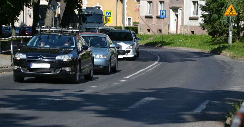 Drogowcy zamykają od czwartku pół ulicy Staszica. Wyrównają asfalt