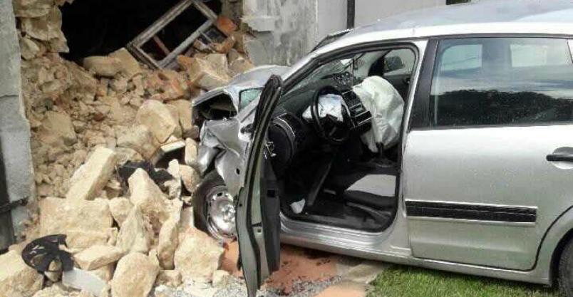 Samochodem prosto w ścianę
