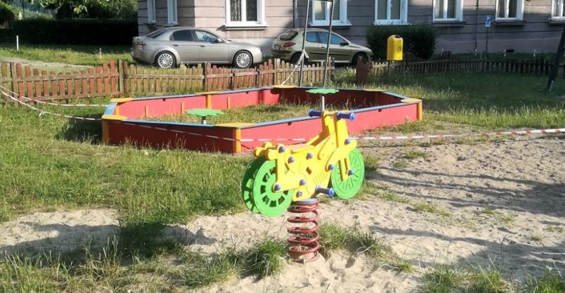 Na wakacje pojawiły się nowe elementy na placach zabaw