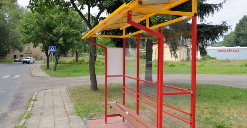 Można usiąść w oczekiwaniu na busa