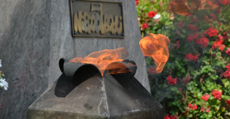 Palą się znicze dla ofiar rzezi wołyńskiej