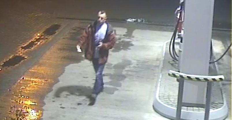 Policja szuka mężczyzny jeżdżącego kradzionym samochodem. Publikujemy jego wizerunek