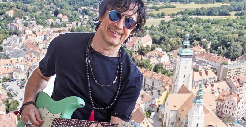 Jan Borysewicz, lider Lady Pank, zagra z wieży hejnał Złotoryi na gitarze