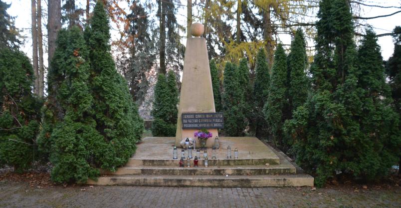 Wojewoda pyta o obelisk żołnierzy sowieckich