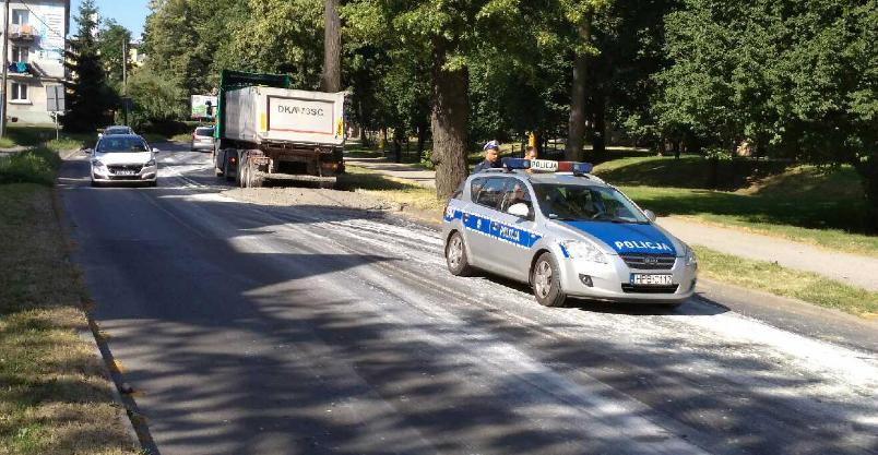 Ulica Staszica pływa w betonie – wylał się z ciężarówki