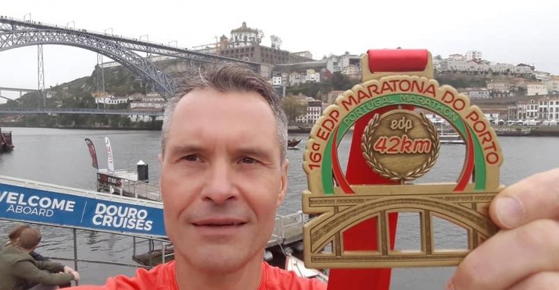 Maraton Porto ze złotoryjskim akcentem. Robert Kuriata najszybszym Polakiem