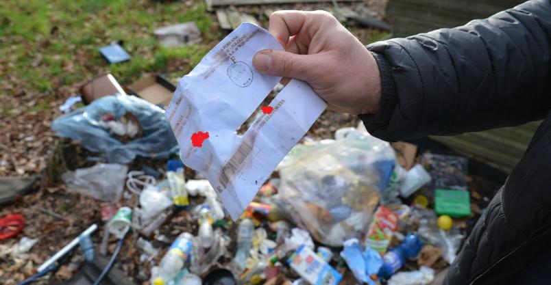 """""""Wsypał"""" go adres zostawiony w śmieciach"""