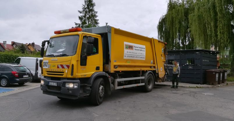 Odpadów przybywa – śmieciarka zacznie jeździć do domków w inne dni
