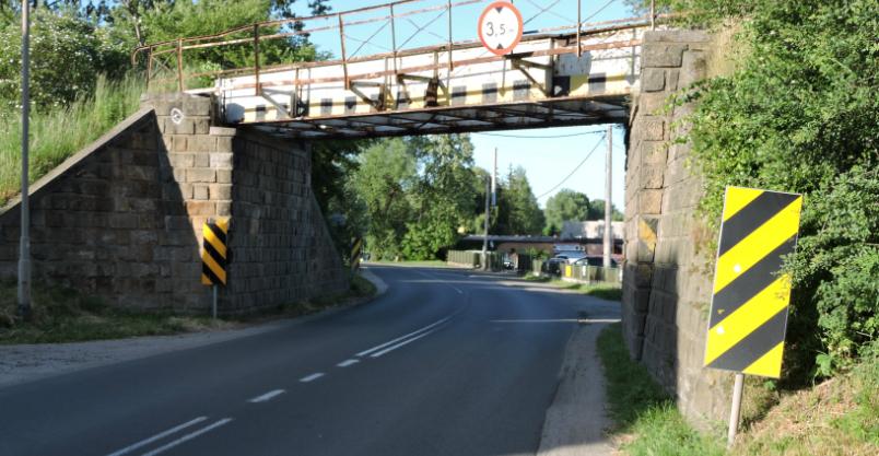 Chodnik na Grunwaldzkiej z tunelem w kolejowym nasypie?