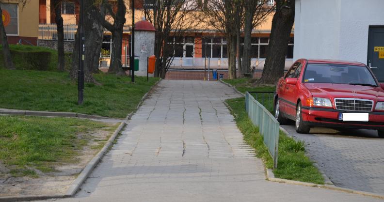 """Miasto """"przeszczepi"""" chodnik z Hożej na Podwale"""