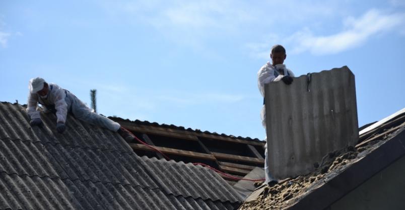 Azbestu w Złotoryi mniej, ale nadal go nie brakuje